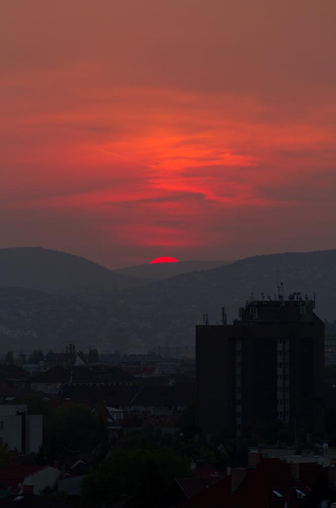 Lakótelepi naplemente
